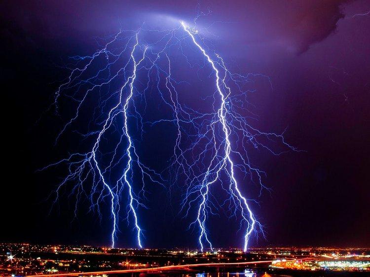 Ljepota munja - Page 4 750_lightning-arizona_34356_990x742